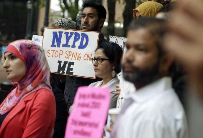 Manifestation contre la surveillance des communautés musulmanes devant le siège de la police de New York, le 28 août 2013.