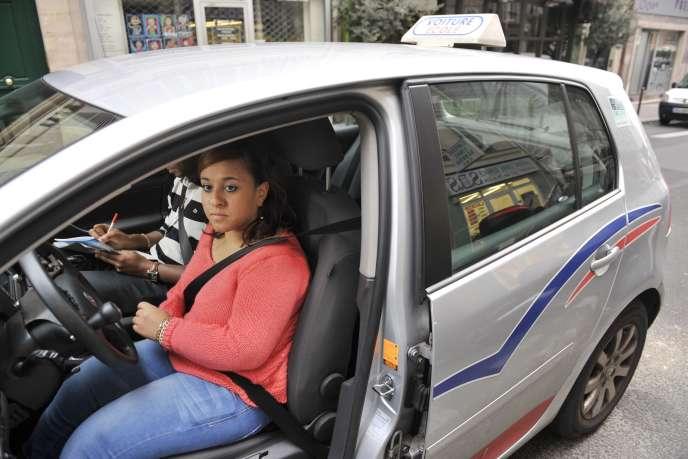 Lors d'un passage du permis de conduire, à Paris.