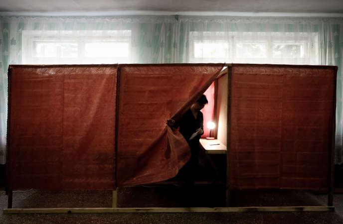 Dans un bureau de vote de Sloviansk.