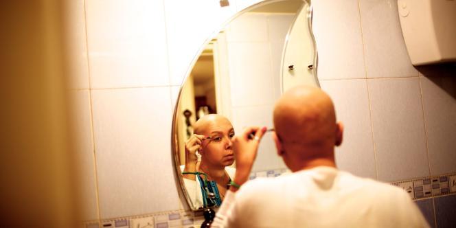 Une malade du cancer du sein à Téhéran, en octobre 2013.