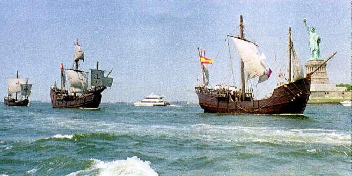 Répliques de la «Nina», de la «Pinta» et de la «Santa-Maria» dans le port de New York, le26juin1992, lors des 500ans de la découverte de l'Amérique.
