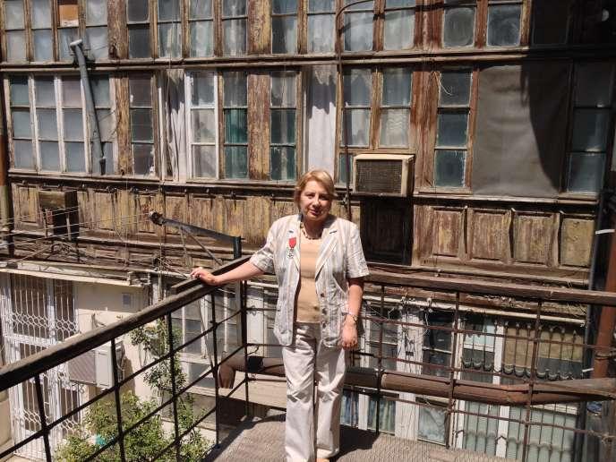 Leyla Yunus devant son domicile à Bakou, dimanche 11 mai.