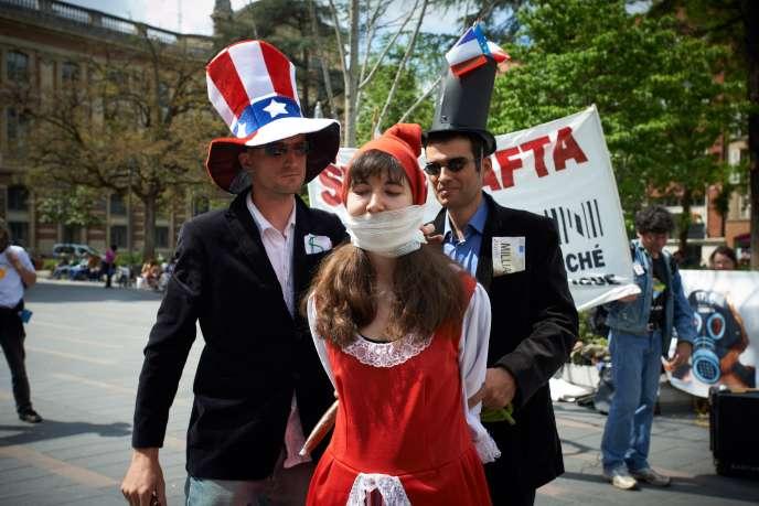 Manifestation contre l'accord commercial transatlantique, à Toulouse, le 10mai.