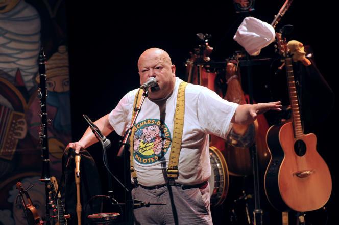 François Hadji-Lazaro, pendant un concert de Pigalle à La Rochelle, en juin 2012.