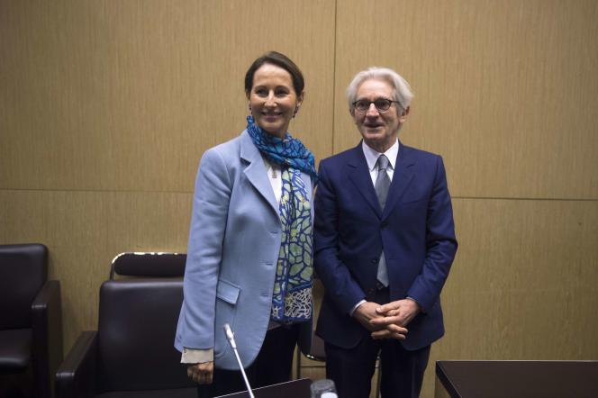 Ségolène Royal, ministre de l'écologie, et Jean-Paul Chanteguet, président de la commission du développement durable de l'Assemblée nationale, le 30 avril, au Palais-Bourbon.