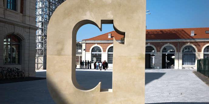 Avec sa Cité du design où se succèdent colloques, expositions et workshops, sa Biennale internationale, les années impaires, et son école, Saint-Etienne a su créer un écosystème autour de ce nouvel art appliqué.