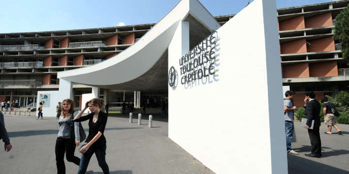 L'entrée de l'université de Toulouse-I-Capitole, en 2011.