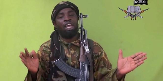 Aboubakar Shekau, un des dirigeants du groupe terroriste Boko Haram, dans une vidéo diffusée le 12 mai 2015 .