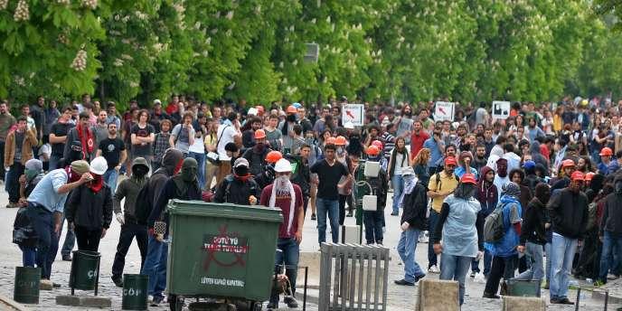Les 700 à 800 manifestants voulaient marcher d'un campus universitaire d'Ankara au ministère de l'énergie situé dans le même district?