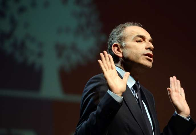 Jean-François Copé aurait favorisé une société de communication fondée par deux de ses amis, Bygmalion, via des surfacturations, notamment pendant la campagne présidentielle de Nicolas Sarkozy, au détriment de l'UMP.