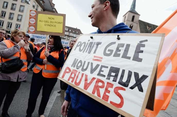 Sept syndicats de fonctionnaires ont organisé des manifestations partout en France (ici à Strasbourg) pour réclamer un dégel du point d'indice.