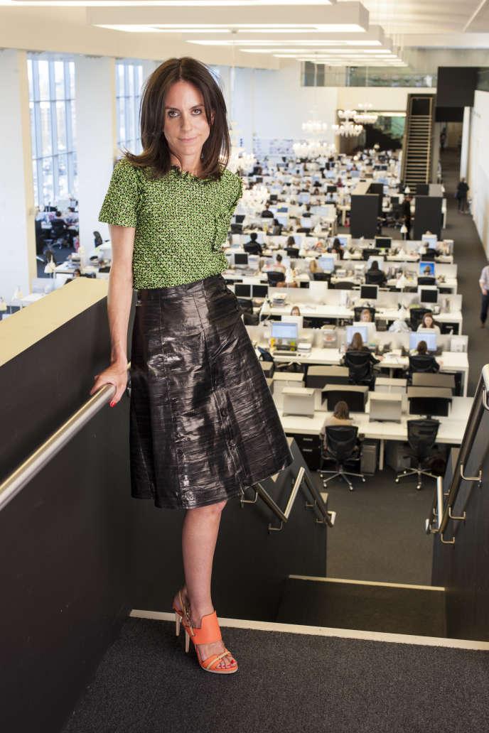 La présidente de Net-a-Porter, Alison Loehnis, dans les bureaux de l'entreprise, à Londres.
