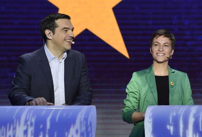 Alexis Tsipras, du Parti de la gauche européenne, et Ska Keller, chef de file des Verts, lors du débat télévisé qui a opposé, le 15 mai à Bruxelles, les cinq principaux candidats à la présidence de la Commission européenne.