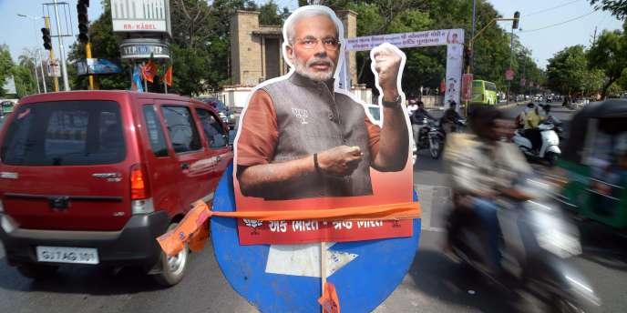 Affiche de campagne pour le candidat du BJP Narendra Modi dans l'Etat du Gujarat, le 16 mai.