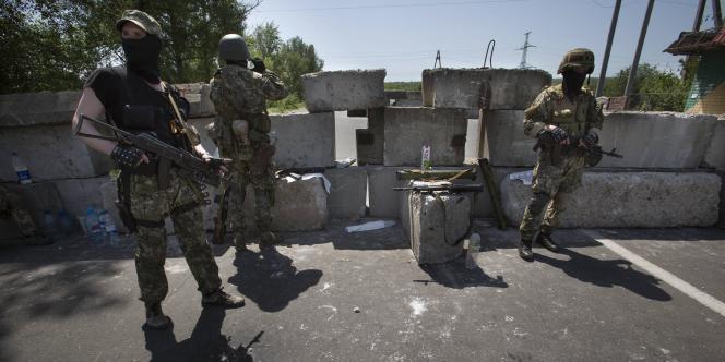 Séparatistes prorusses près de Sloviansk, dans l'est de l'Ukraine, le 17mai.