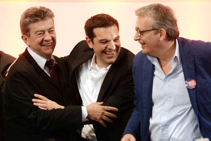 Le chef de file de la gauche européenne Alexis Tsipras entouré de Jean-Luc Mélenchon (Front de gauche) et de Pierre Laurent (PCF) à Saint-Denis en avril.