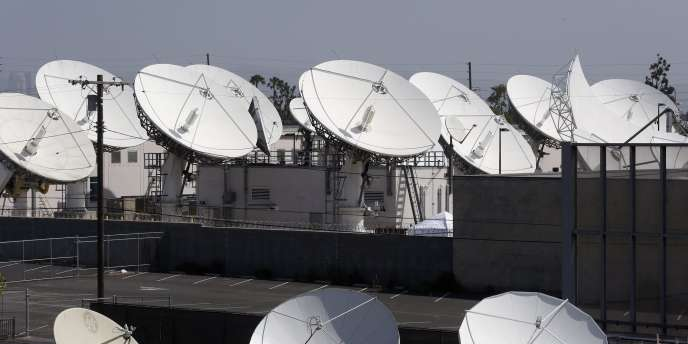 Des antennes de DirecTV à Los Angeles.