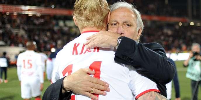 René Girard avec son défenseur Simon Kjaer, le 17 mai.