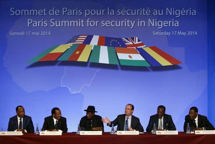 Le président de la République, François Hollande, prend la parole lors du Sommet de Paris pour la sécurité au Nigeria, le 17 mai au palais de l'Elysée.