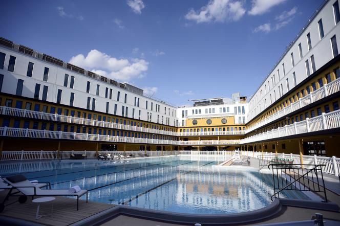 La piscine Molitor, avant sa réouverture le 18 mai 2014, à Paris.