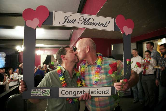 Les lois sur le mariage sont du ressort des Etats et une trentaine d'entre eux ont amendé leur Constitution pour y inclure l'interdiction du mariage gay, qui bénéficie pourtant d'un soutien de plus en plus large au sein de l'opinion publique américaine.