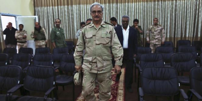 Le général Khalifa Haftar, le 17 mai, à Abyar, près de Benghazi.