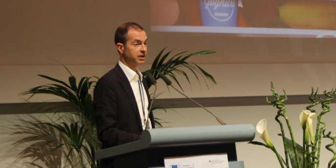 Joan Marc Simon, directeur de Zero Waste Europe, regrette que nombre de collectivités françaises soient « liées » à des incinérateurs, « très chers et une catastrophe pour l'environnement ».