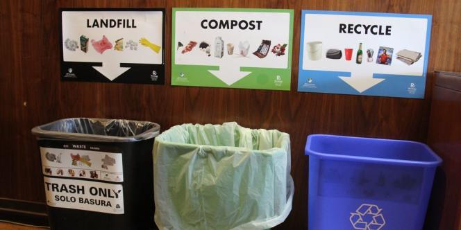 Chaque habitant de San Francisco est désormais habitué à trier ses déchets dans trois poubelles : en noir, celle destinée à la décharge; en vert celle pour le compost; et en bleu les recyclables.
