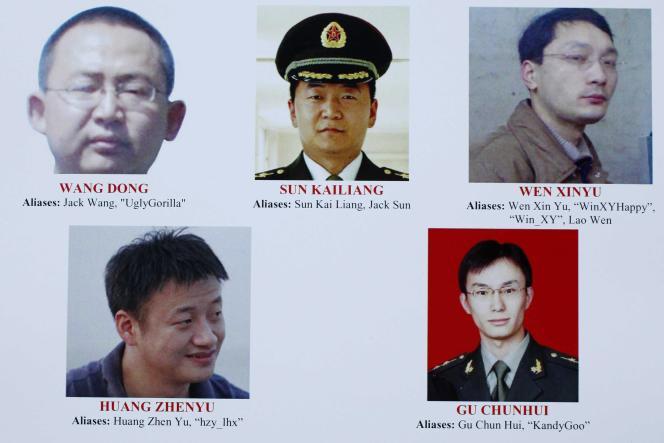 Affiche du FBI présentant les noms et photographies des cinq pirates chinois recherchés.