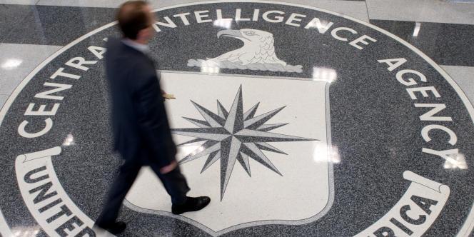 Photo dans l'entrée de la CIA.