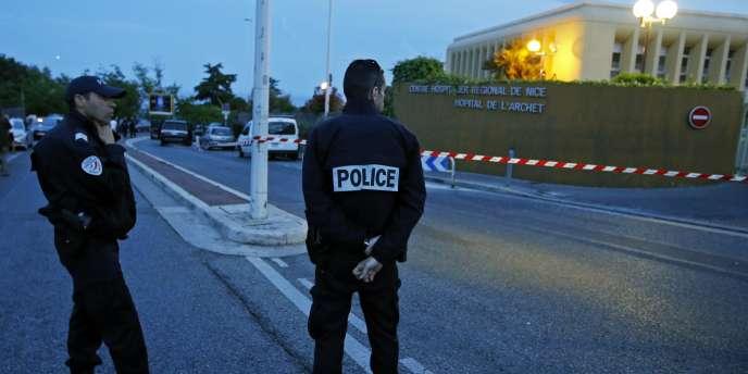 Hélène Pastor et son chauffeur ont été pris pour cible par un homme armé, le 6mai, à la sortie du parking de l'hôpital de l'Archet, à Nice. Le chauffeur a succombé à ses blessures le 10mai, et l'héritière monégasque est morte le 21mai.