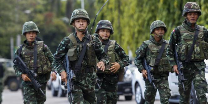 Les militaires ont officiellement pris le pouvoir, jeudi, « pour que le pays revienne à la normale » après plus de 7 mois de crise politique.