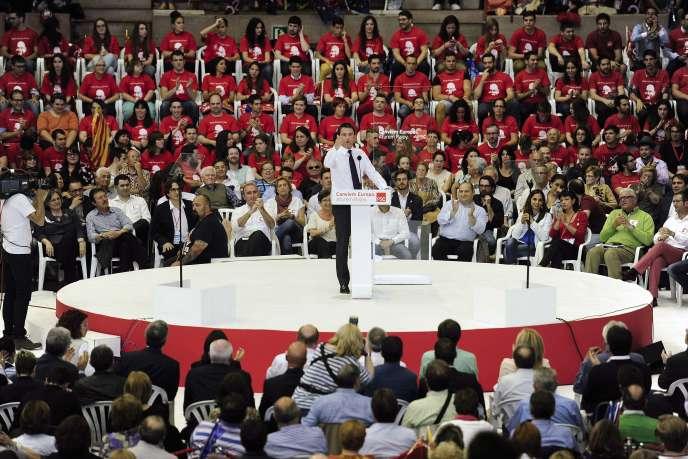 Manuel Valls s'exprime devant les membres du parti socialiste de Catalogne, à Barcelone, le 21 mai.