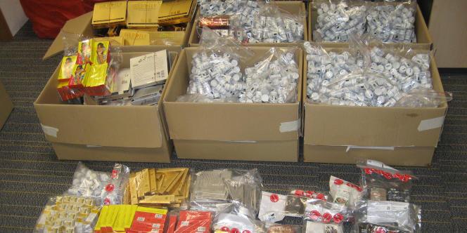 Lors de l'opération Pangea VII, entre le 13 et le 20 mai, Interpol a intercepté 20 000 paquets de faux médicaments à Singapour.