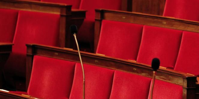 Les bancs vides de l'Assemblée nationale.