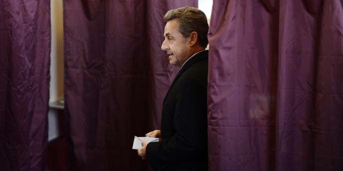 Nicolas Sarkozy, lors des élections municipales, en mars 2014.