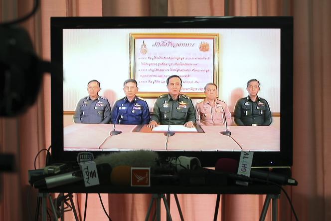 Le chef de l'armée thaïlandaise Prayuth Chan-Ocha annonce le coup d'Etat militaire à la télévision jeudi 22 mai.