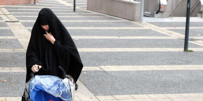 Souad Merah, la sœur de Mohamed Merah, le 19 décembre 2012 à Toulouse.