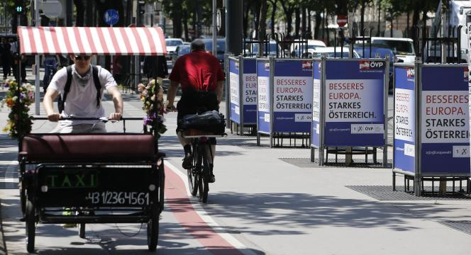 A Vienne, des affiches du Parti populaire autrichien, le 20 mai.