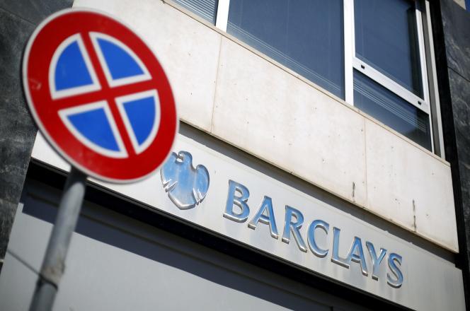 Les prix de l'or et de l'argent établis à Londres, deux fois par jour au cours d'une téléconférence entre quatre banques : Bank of Nova Scotia, Barclays, HSBC et la Société générale.