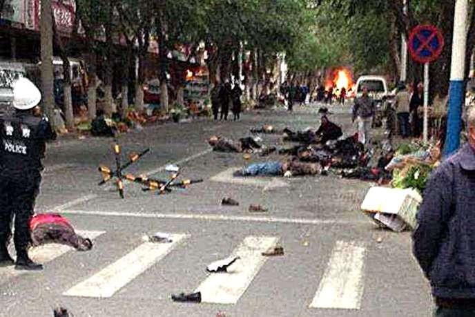 Image amateur prise peu après l'attentat à Urumqi, le 22 mai.