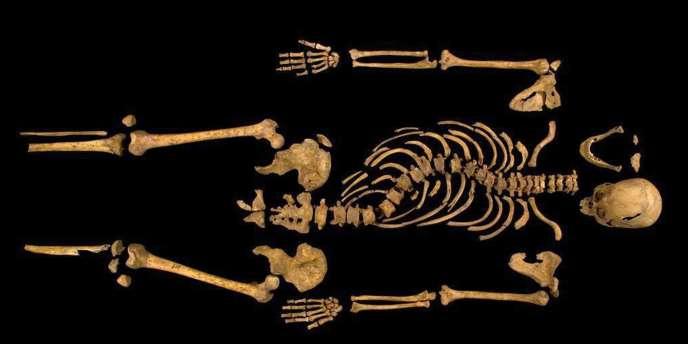Richard III, est mort à la guerre en 1485 à l'âge de 32 ans après un court règne de deux ans. La dynastie des Tudor qui a suivi l'a présenté comme un tyran sanguinaire, une réputation immortalisée par William Shakespeare.