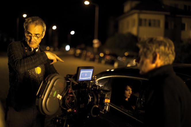 Le réalisateur Olivier Assayas sur le tournage de son film