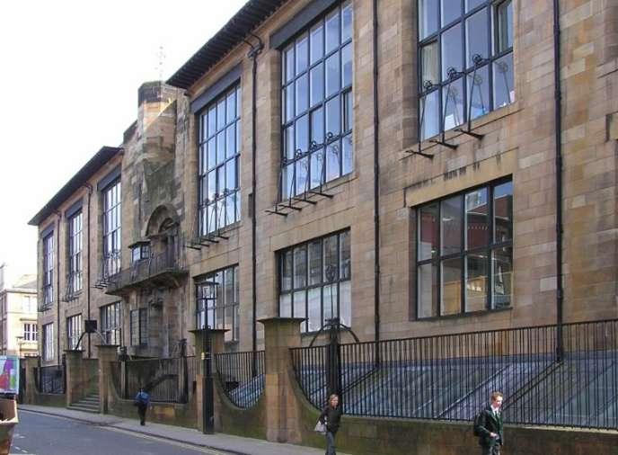 Vue de la façade nord et de l'entrée principale de l'école des Beaux-arts de Glasgow (Ecosse)