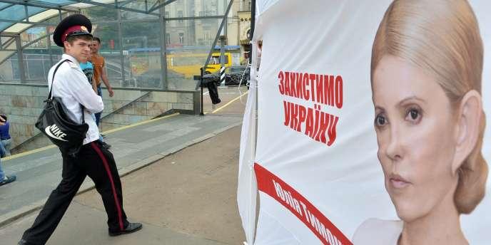 Les Ukrainiens élisent leur président dimanche alors que les régions russophones sont en proie aux violences.
