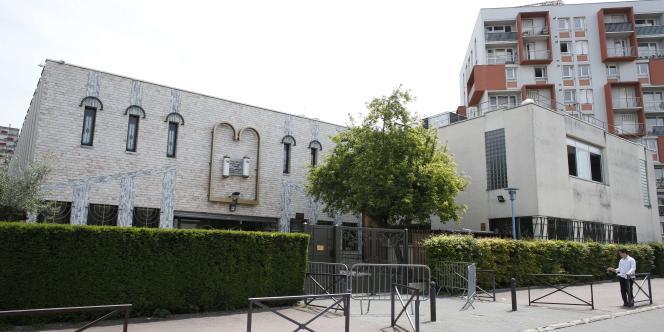 Deux frères se rendaient à la synagogue de Créteil samedi 24 mai quand ils ont été roués de coups par deux hommes qui ont pris la fuite, à pied et en vélo.