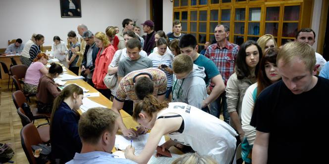 Dans un bureau de vote à Kiev, le 25 mai.