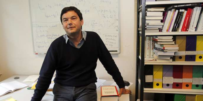 Thomas Piketty, dans son bureau de l'EHESS, à Paris, le 12 mai.