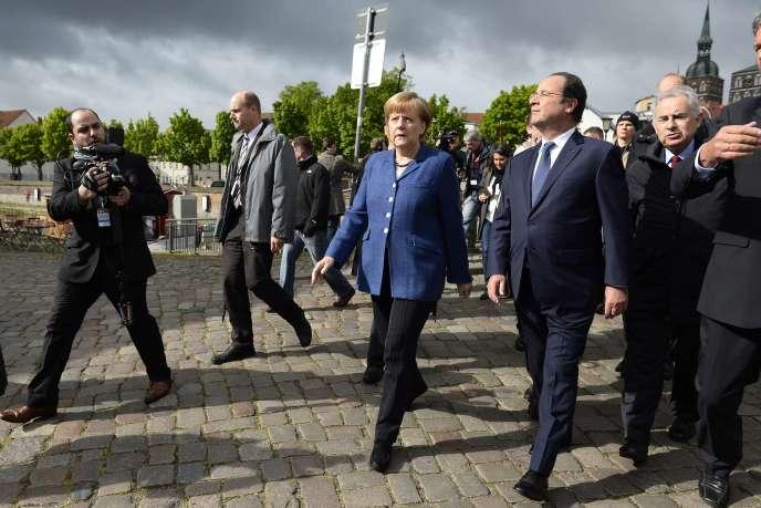 Angela Merkel et François Hollande, à Stralsund (Allemagne), le 10 mai.