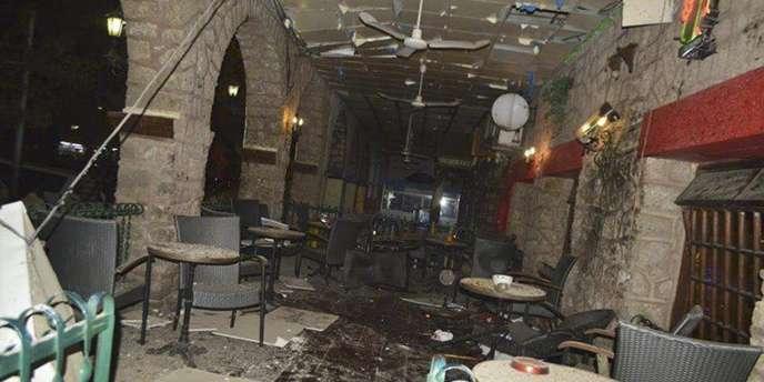 Trois personnes, dont deux kamikazes, ont été tuées et une vingtaine d'autres blessées samedi dans une attaque contre un restaurant fréquenté par des Occidentaux à Djibouti.